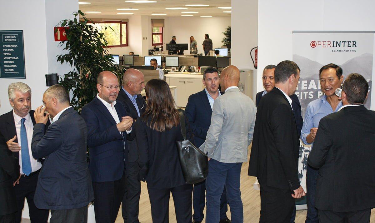 La inauguración reunió a clientes y profesionales del sector logístico.