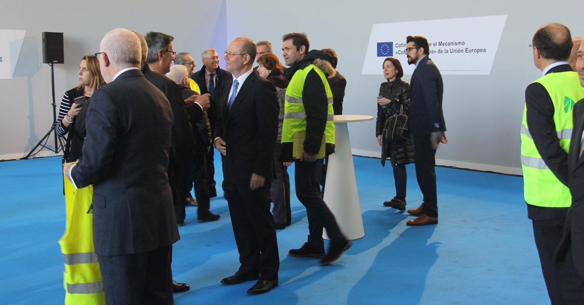 Jorge Alonso, presidente y CEO de Grupo Alonso, junto a otros invitados en la puesta en marcha del servicio de VIIA