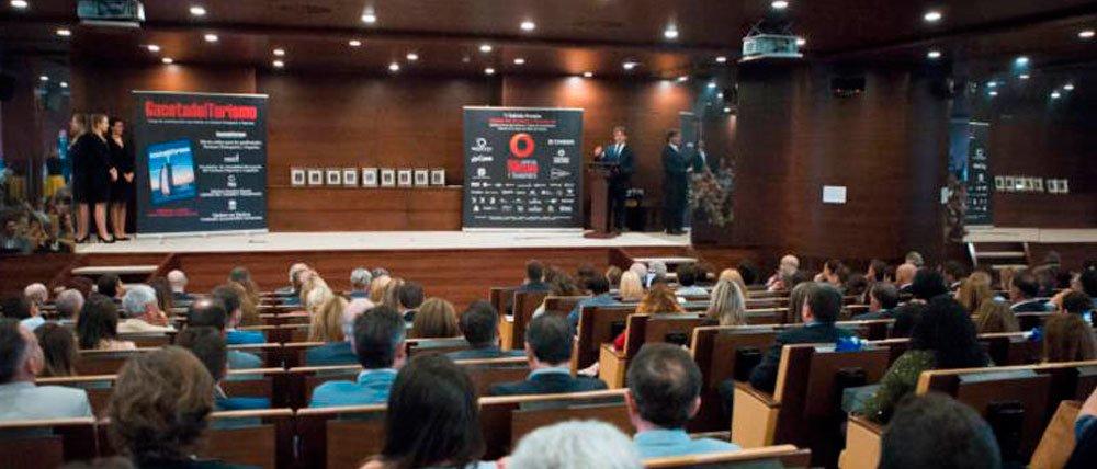 Jorge Alonso recibe el Premio Empresario del Año.