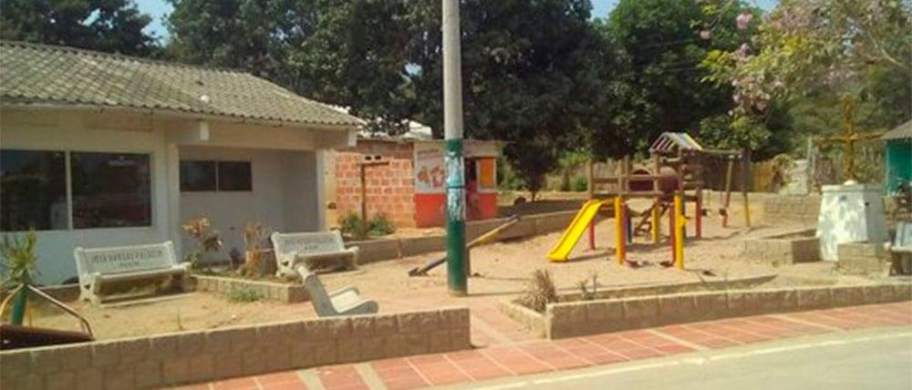 Exterior de la Institución Educativa de Caserio Paluato en Galapa, Colombia. Foto: Microbibliotecas