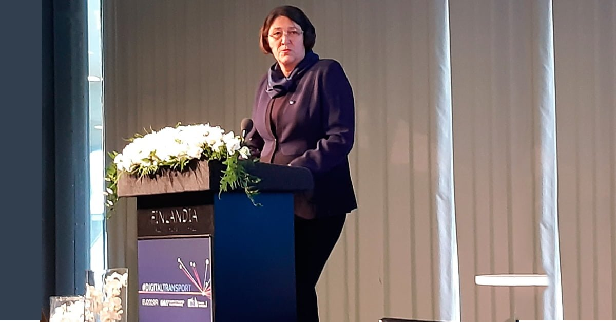 Violeta Bulc, European Commissioner for Transport during her speech at the summit.
